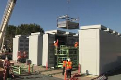 Utility-scale energy storage outcompetes gas peakers in California